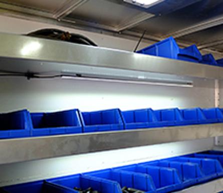 barre de lumi re del 40 am nagement de fourgon adanac le centre du camion. Black Bedroom Furniture Sets. Home Design Ideas